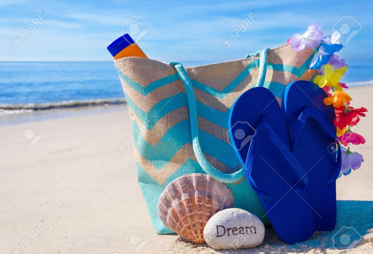 0e8110fa7ec69 Beach Bag With Seashell