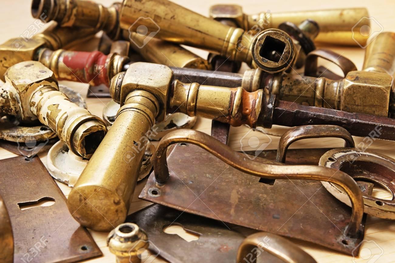 Tiradores De Puerta De Bronce Y Otras Partes Metálicas De Muebles ...