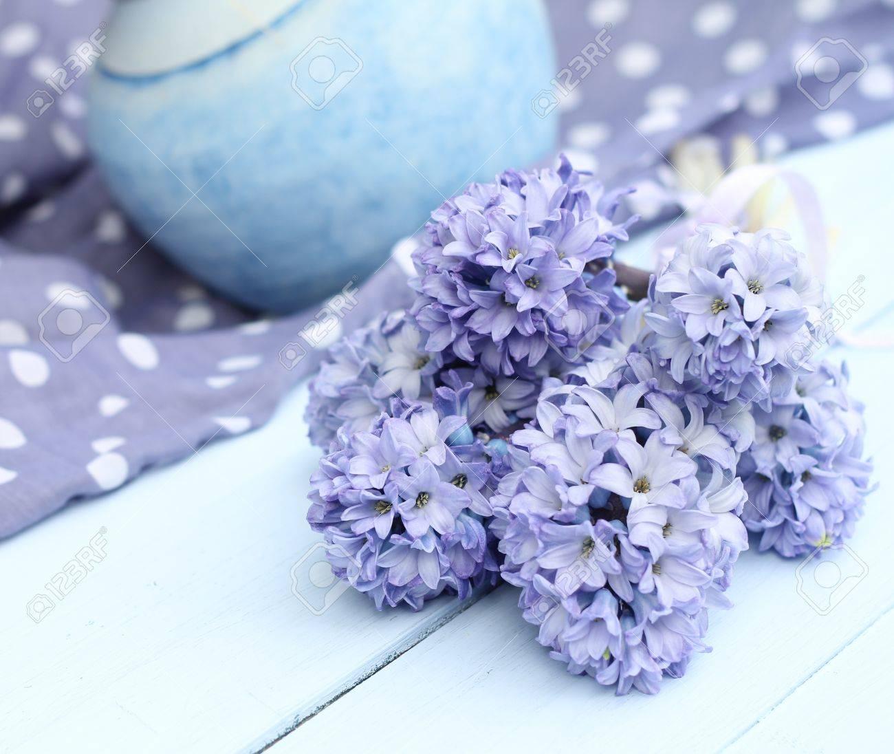 Blau Lila Hyazinthe Auf Enteei Blaues Hell Bemalten Holzdielenboden