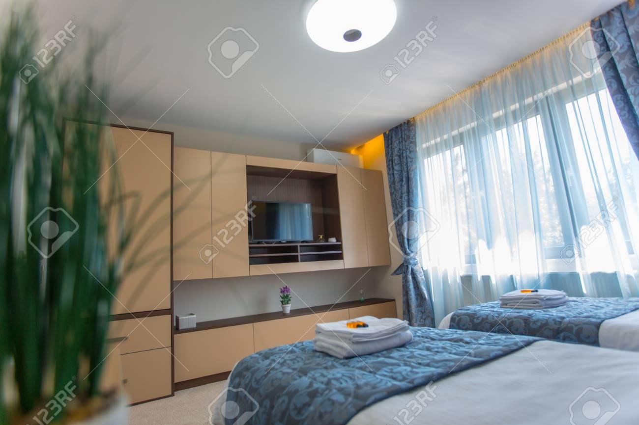 Interni Villa Di Lusso : Bella villa di lusso interni camera da letto foto royalty free