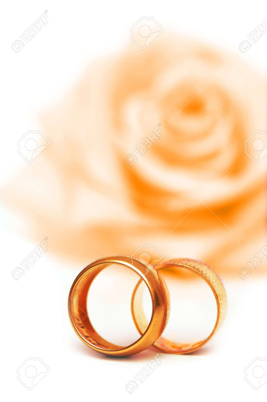 Wedding concept with roses and rings - 10557096