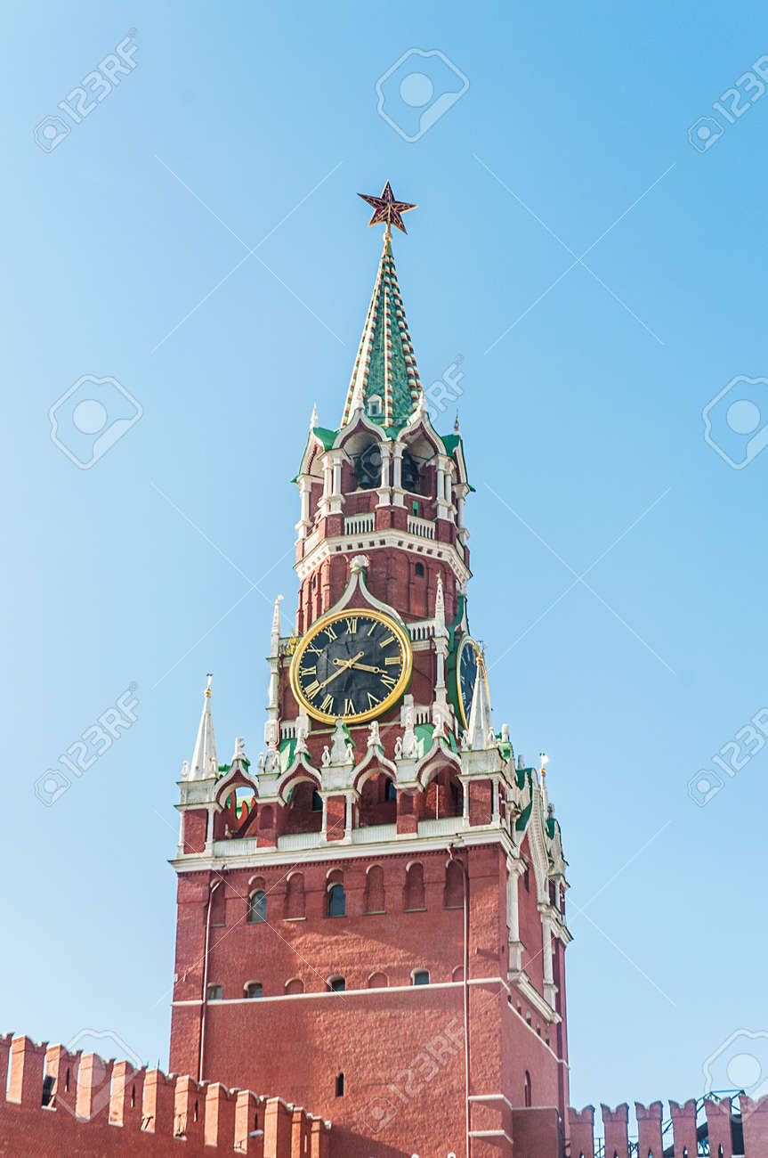 Famous tower of Moscow Kremlin Stock Photo - 18744899