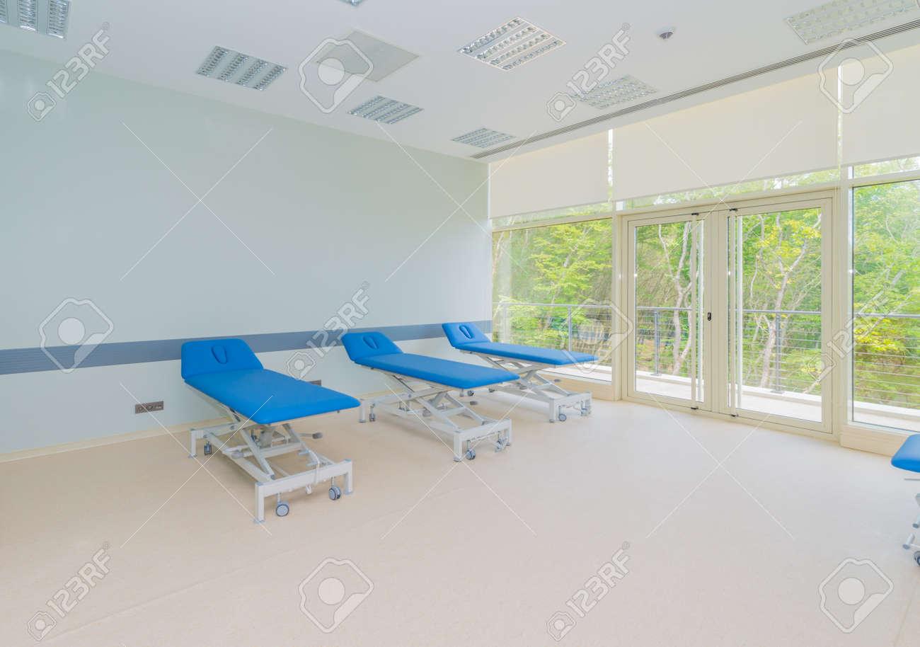 Chambre Dans Lu0027hôpital Moderne Banque Du0027images   42628127