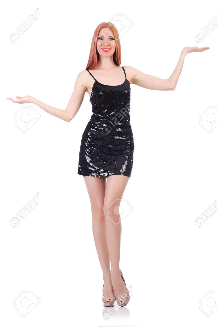 Mujer alta y vestida de negro