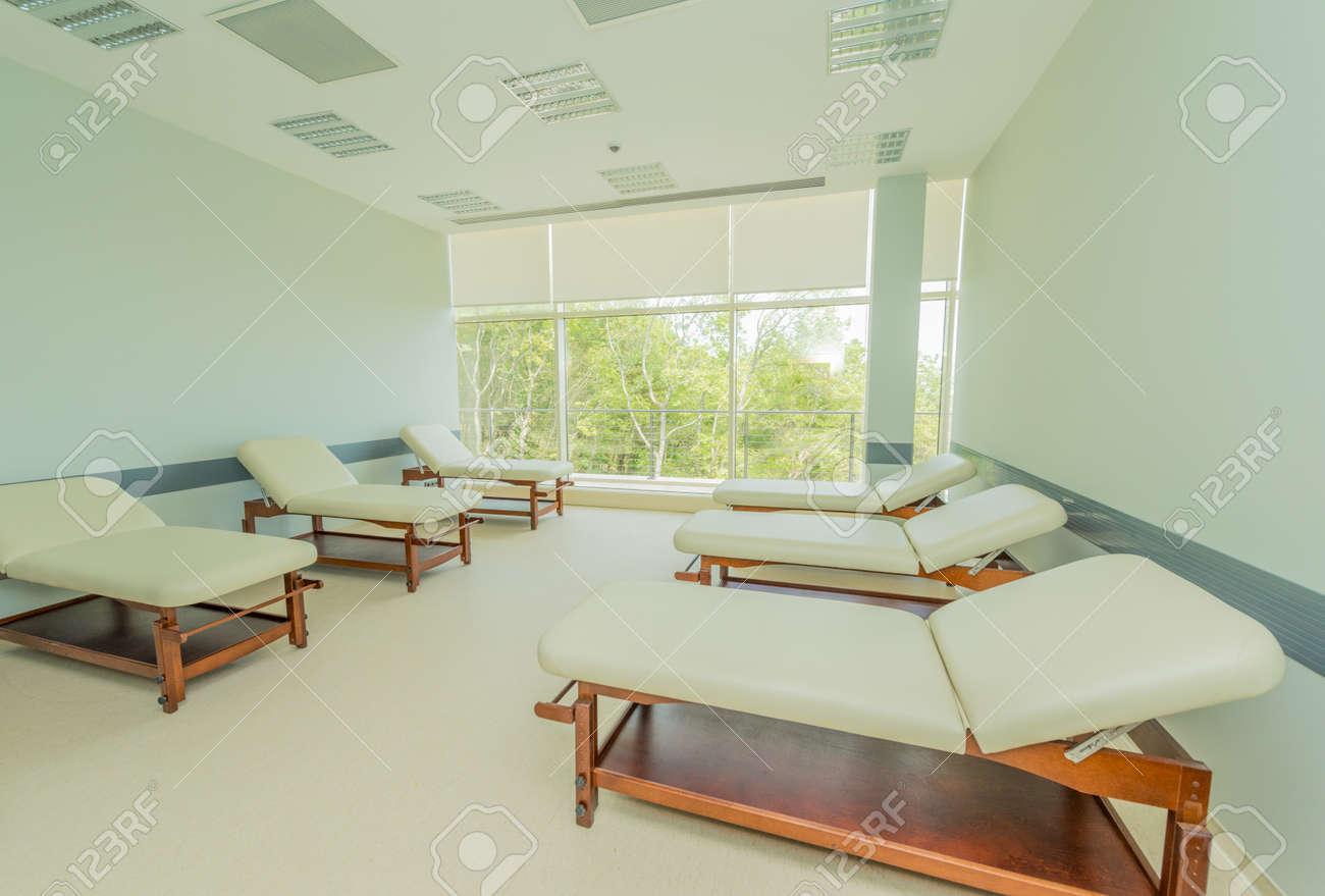 Chambre Dans Lu0027hôpital Moderne Banque Du0027images   45383020