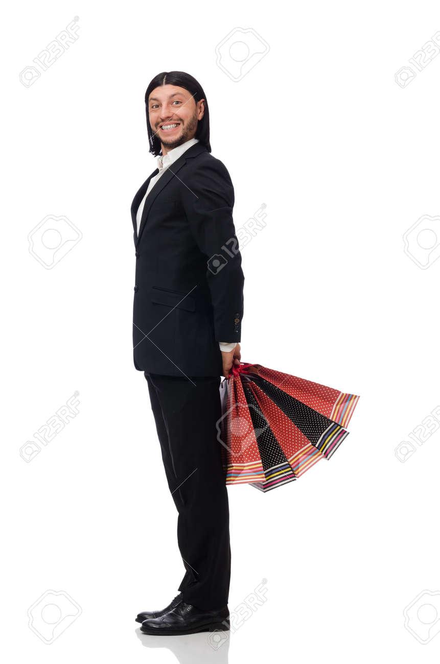 Negro hombre juego que sostiene las bolsas de plástico aislado en blanco