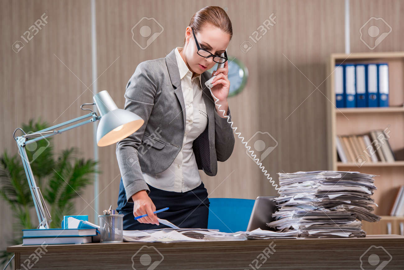 Businesswoman working in the office Stock Photo - 71199964