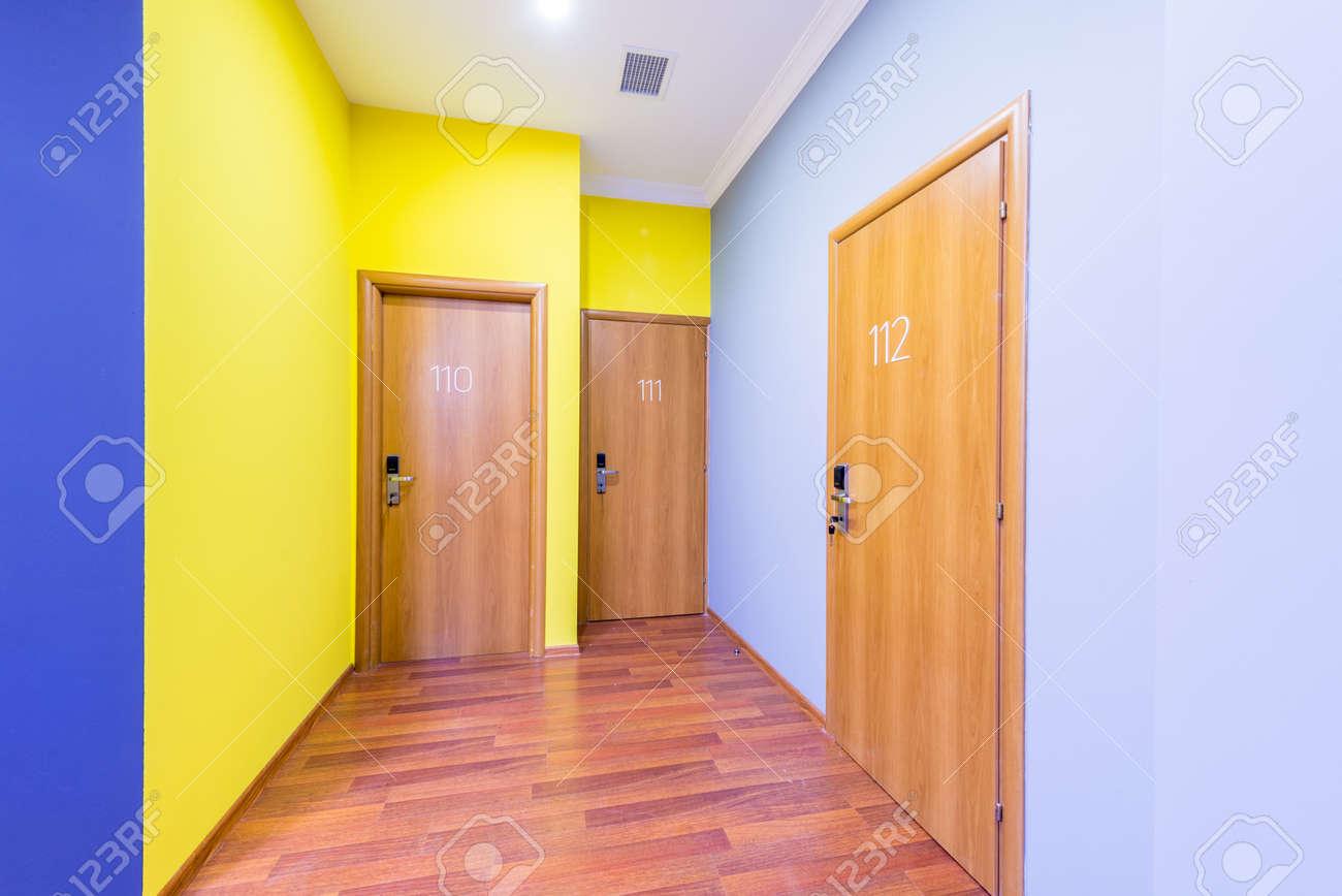 Couloir Hall D\'entrée Avec Design Moderne Banque D\'Images Et Photos ...