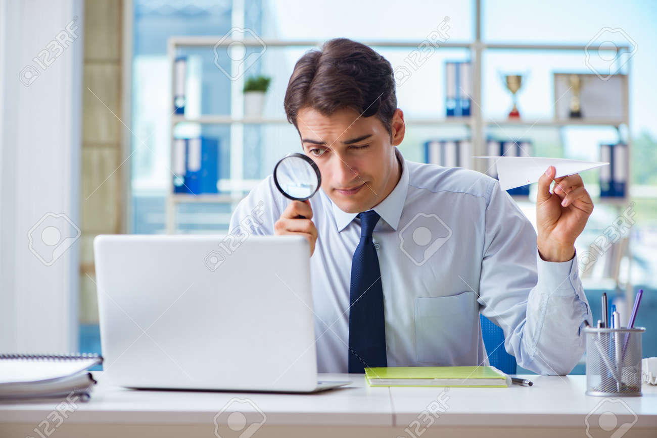 Businessman with magnifying glass and paper plane - 106387018