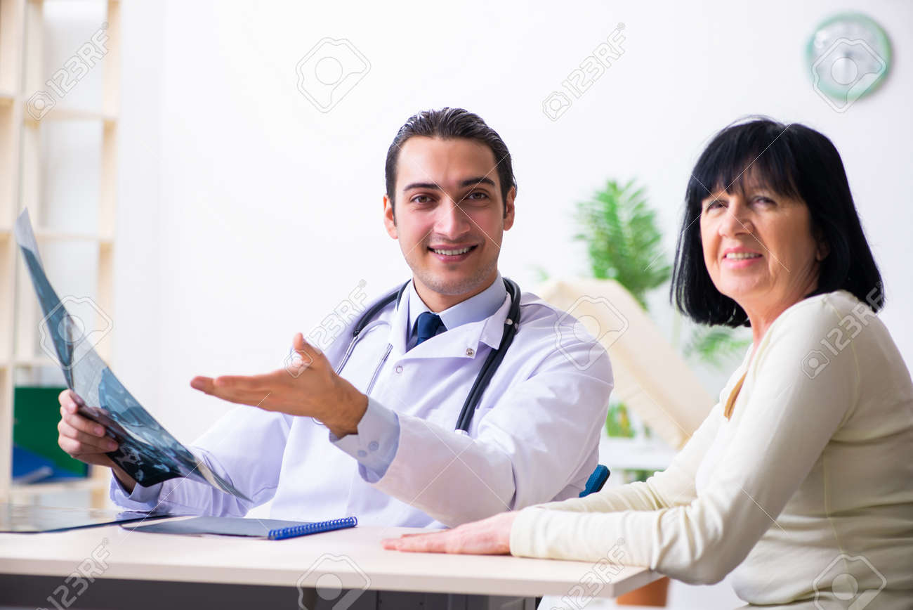 Young doctor examining senior old woman - 128016870