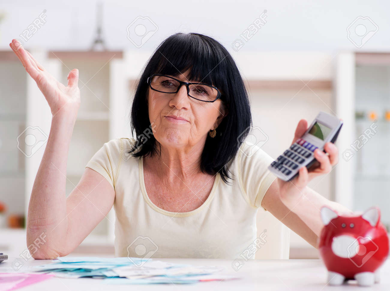 Mature woman trying to reconcile her bills - 131688259