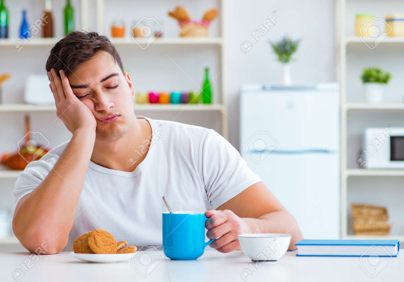 Man falling asleep during his breakfast after overtime work - 133684078
