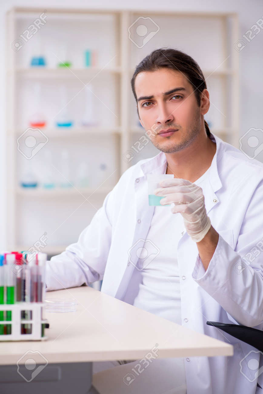 Young male chemist working in the lab - 140417124