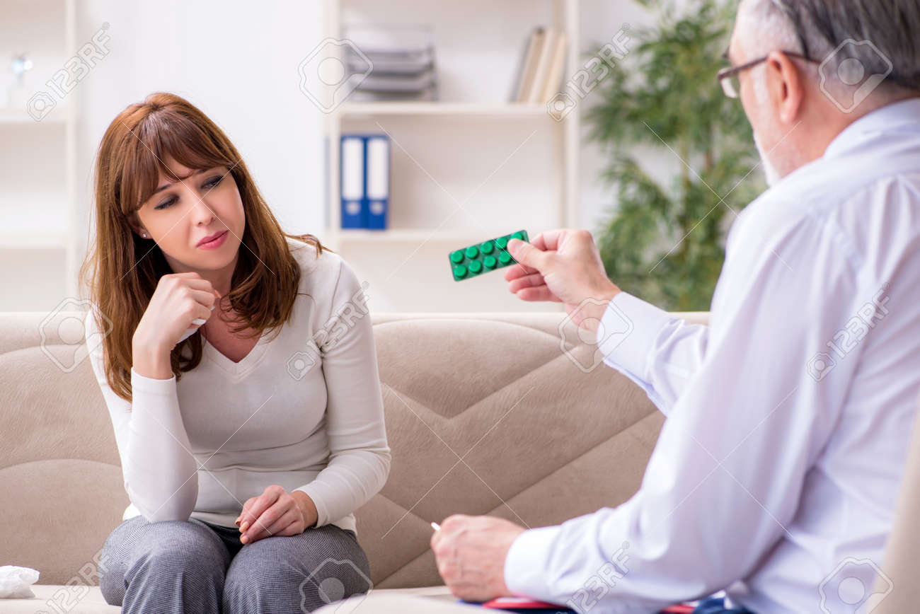 Young woman visiting old male doctor psychologist - 156100826