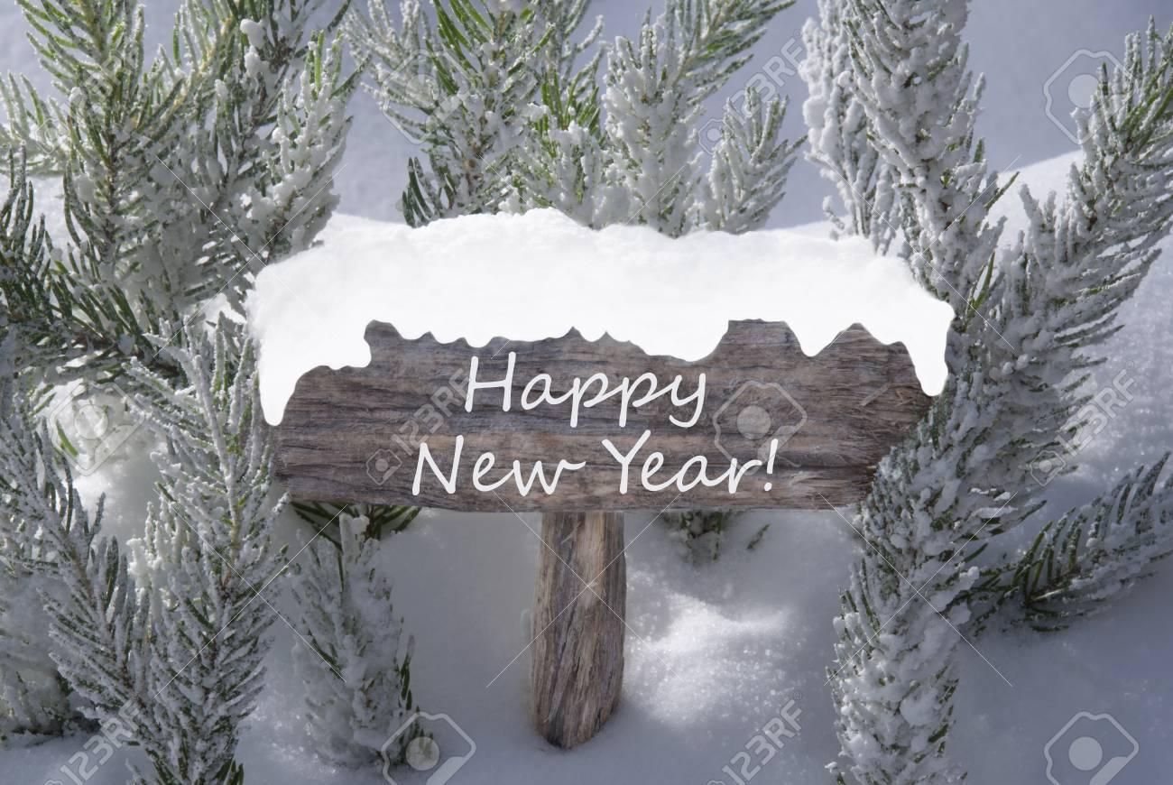 Hölzerne Weihnachtsschild Mit Schnee Und Tanne Zweig Im Verschneiten ...