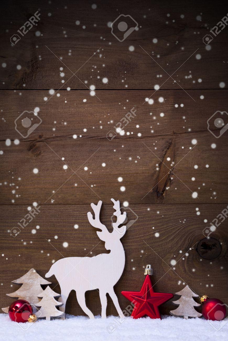Tarjeta De Navidad Vertical Con Blanco Y Rojo De La Navidad Decoración En Nieve Y Copos De Nieve Espacio En Blanco Para El Anuncio Decoración Como
