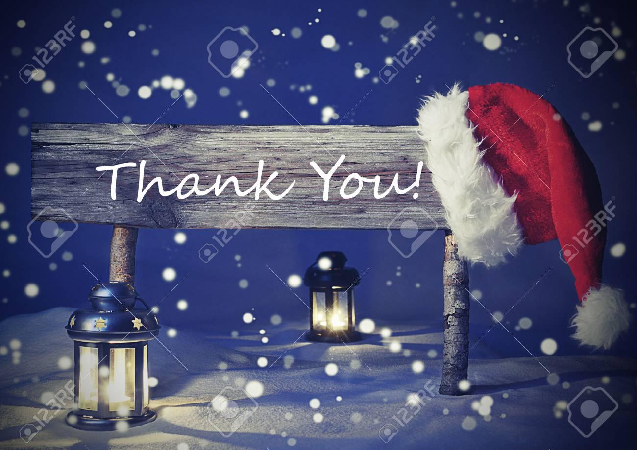 Weinlese-hölzerne Weihnachts Zeichen Und Weihnachtsmütze Mit Weißem ...