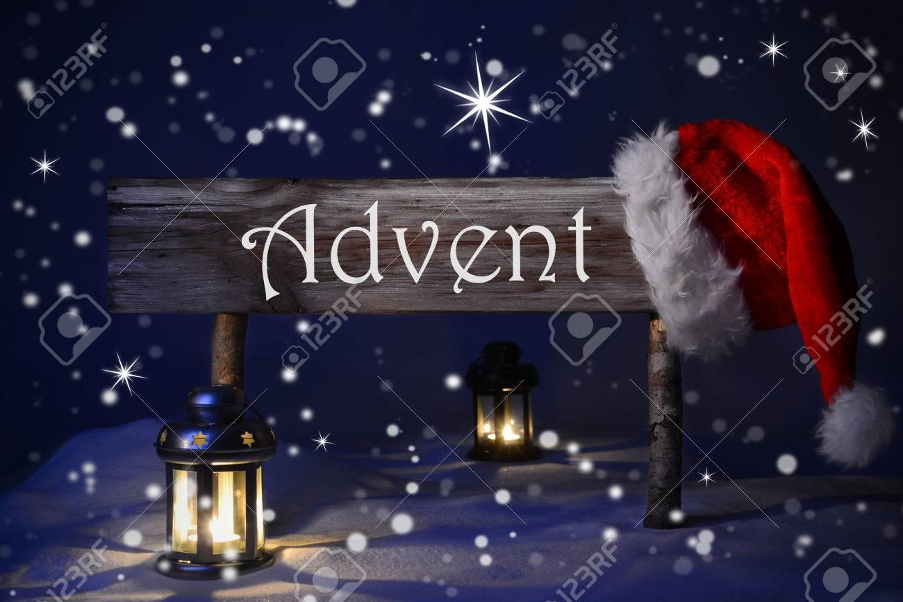 Holz Weihnachten Zeichen Und Weihnachtsmütze Mit Schnee In ...