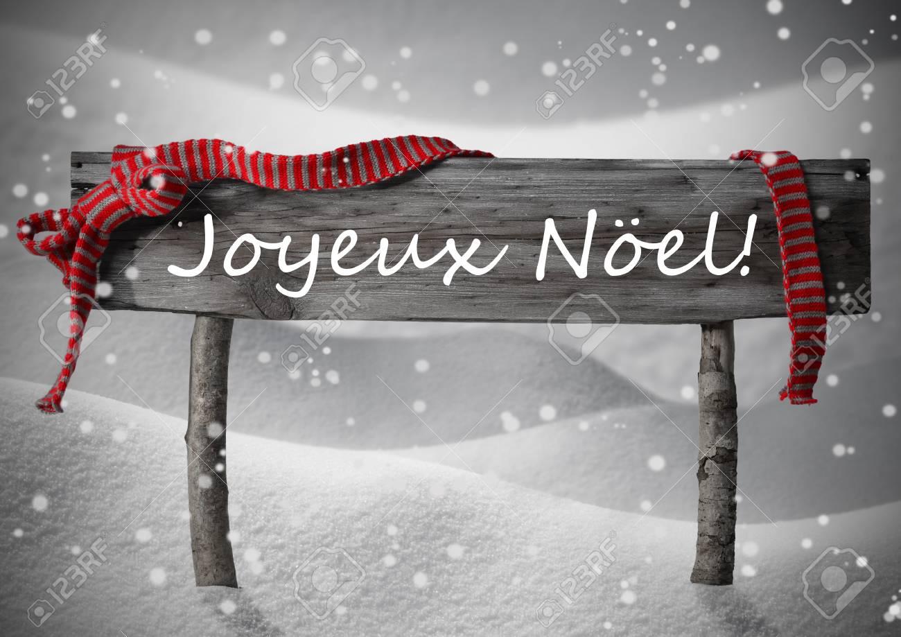 Grau Holz Weihnachten Zeichen Auf Weißem Schnee Lizenzfreie Fotos ...