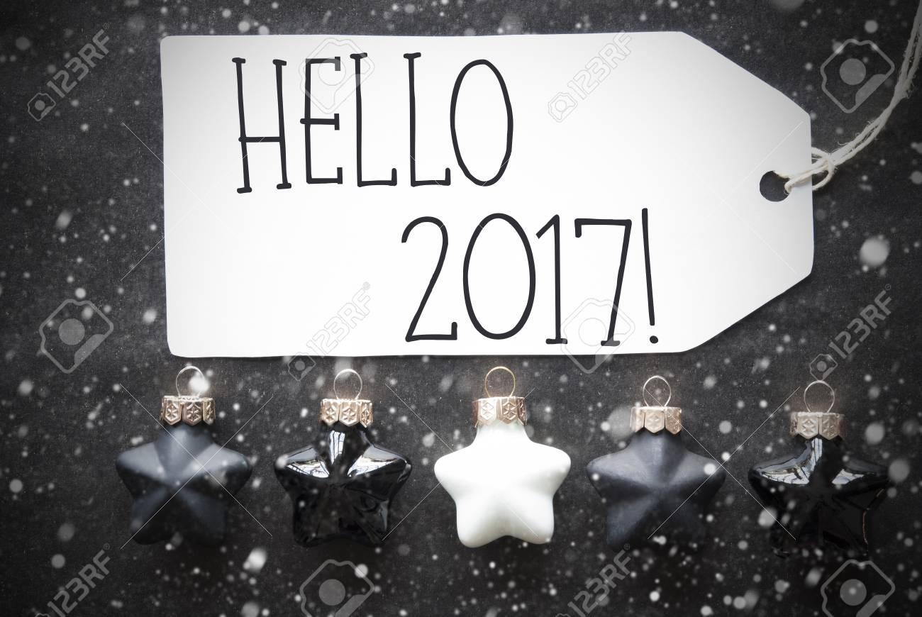 Label With English Text Bonjour 2017 Pour Bonne Année Boules De Sapin De Noël Noir Et Blanc Sur Fond De Papier Noir Avec Des Flocons De Neige