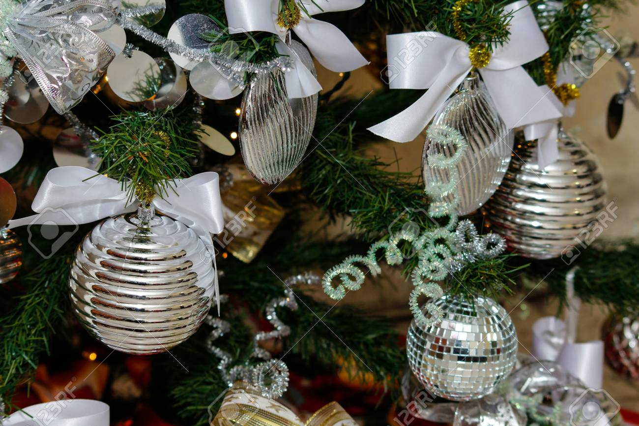 Albero Di Natale Argento E Bianco.Decorazioni Per Alberi Di Natale E Capodanno In Argento E Bianco