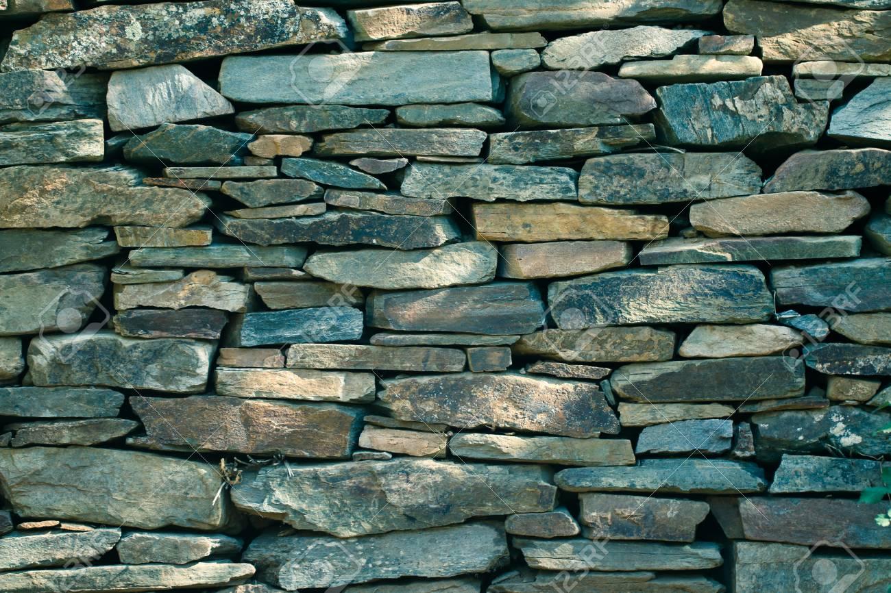 Mur En Pierre Naturelle texture en pierre naturelle pour le fond mur de pierre construit à partir  de pierres et de roches de différentes tailles.