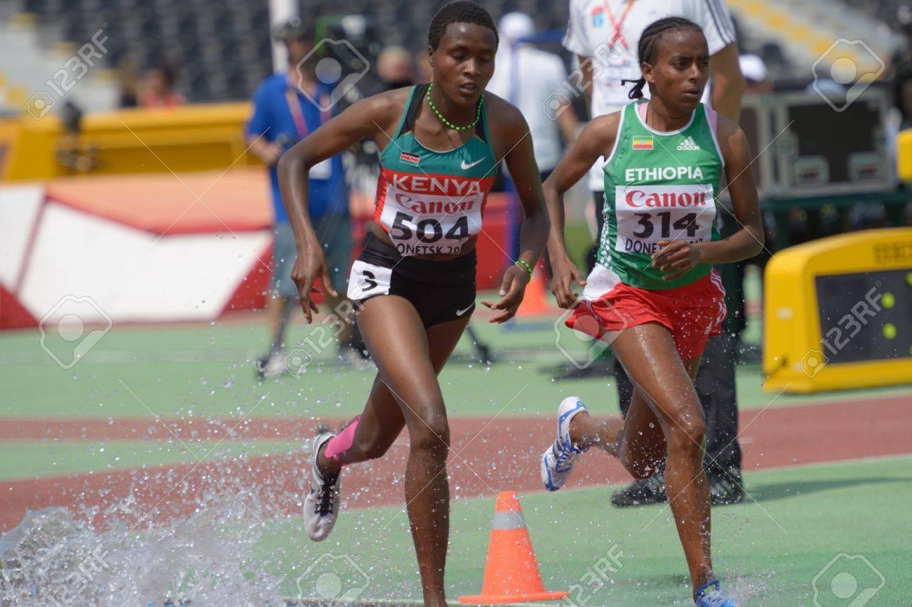 デイジー Jepkemei (左)、ケニア...