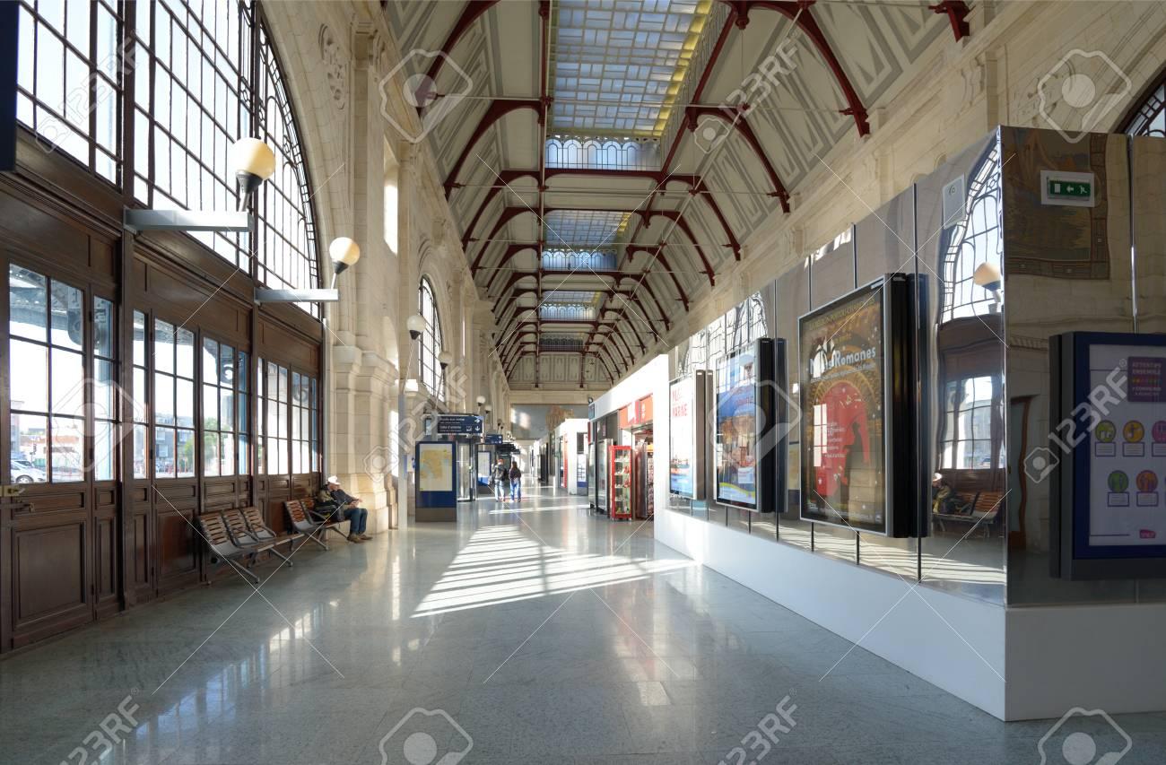 Architecte Interieur La Rochelle la rochelle, france - june 24, 2013: people in the train station..