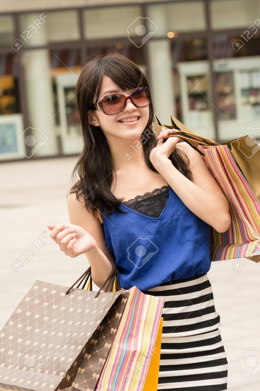 Fashion lady of Asian holding shopping bags in modern city. Stock Photo - 18574011