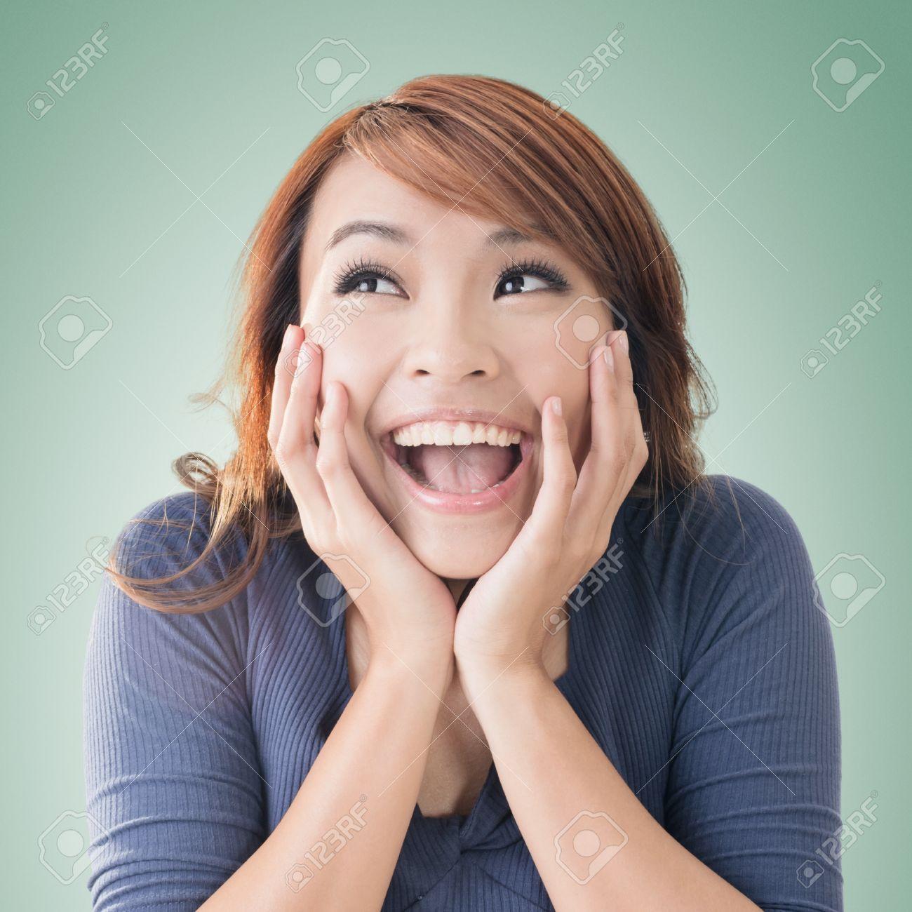 Лицо возбужденной девушки