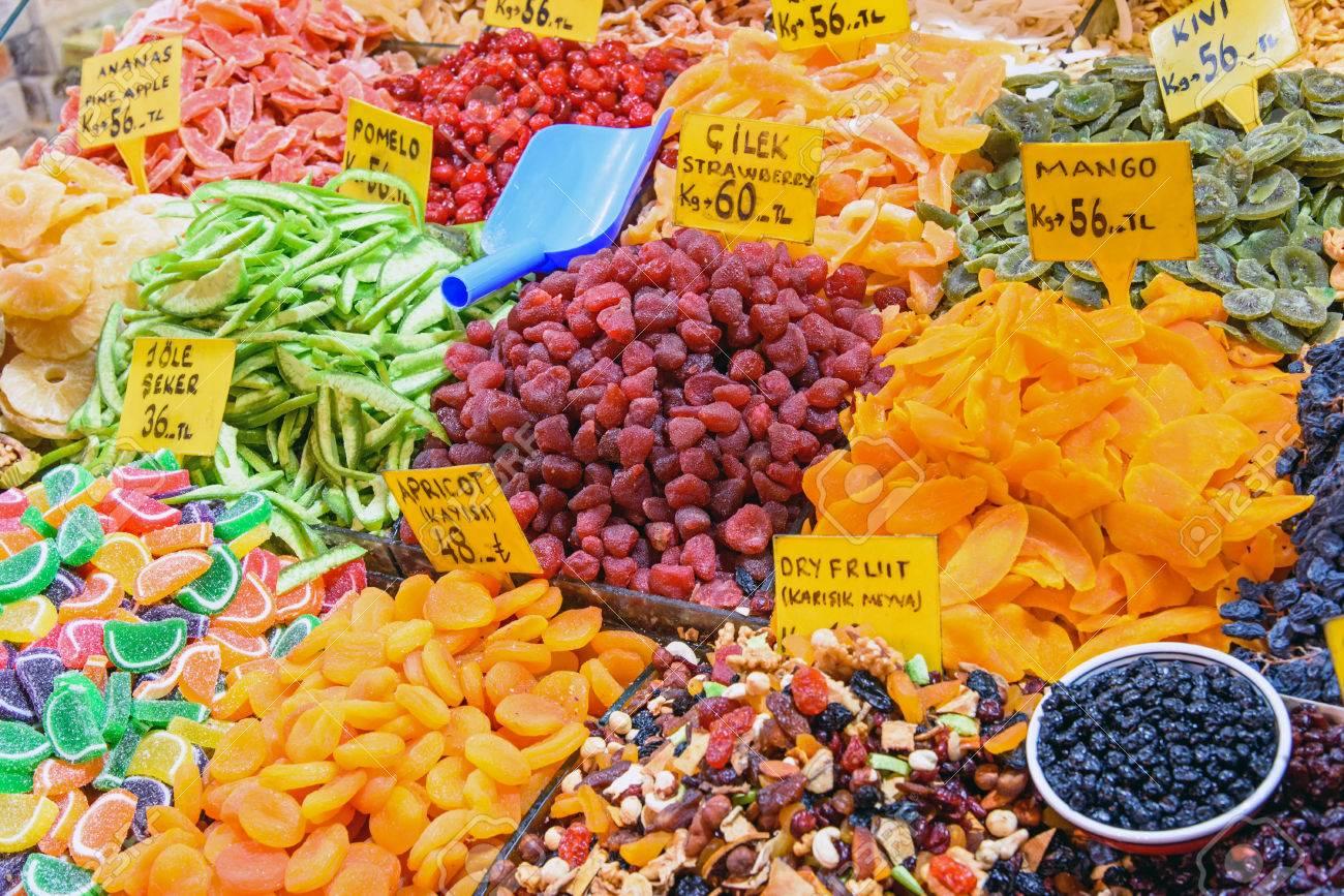 Frutos Secos En El Mercado De Especias De Estambul, Turquía Fotos ...