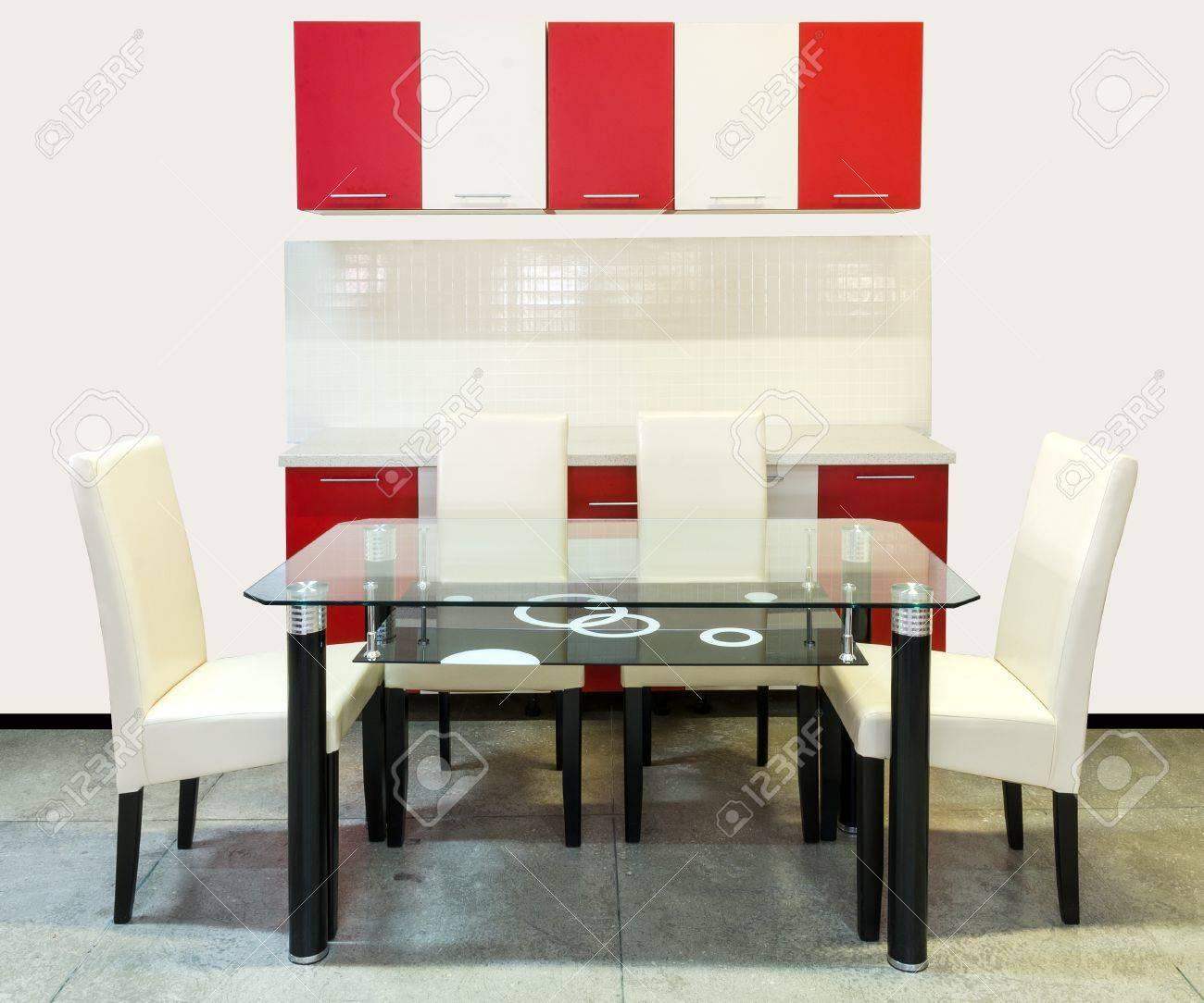 Muebles De Cocina Moderna Con Muebles De Madera, Una Mesa De Vidrio ...