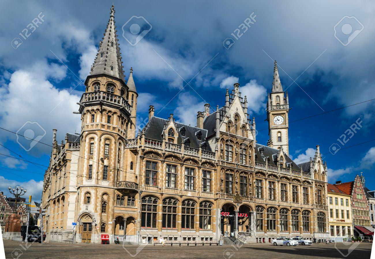 Gand gent en belgique. architecture néo gothique de post plaza