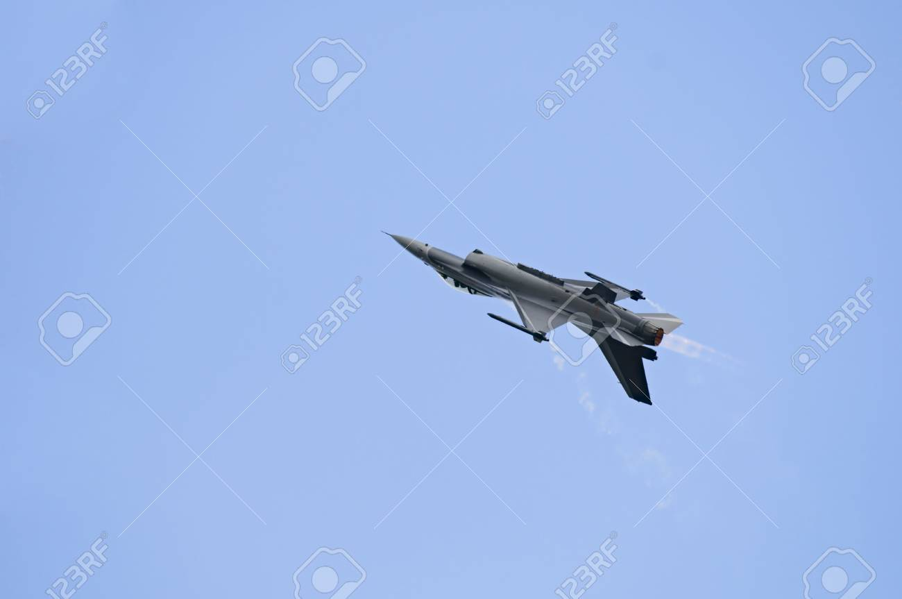 F16 performing on the Sanicole Air Show, Belgium Stock Photo - 3370678