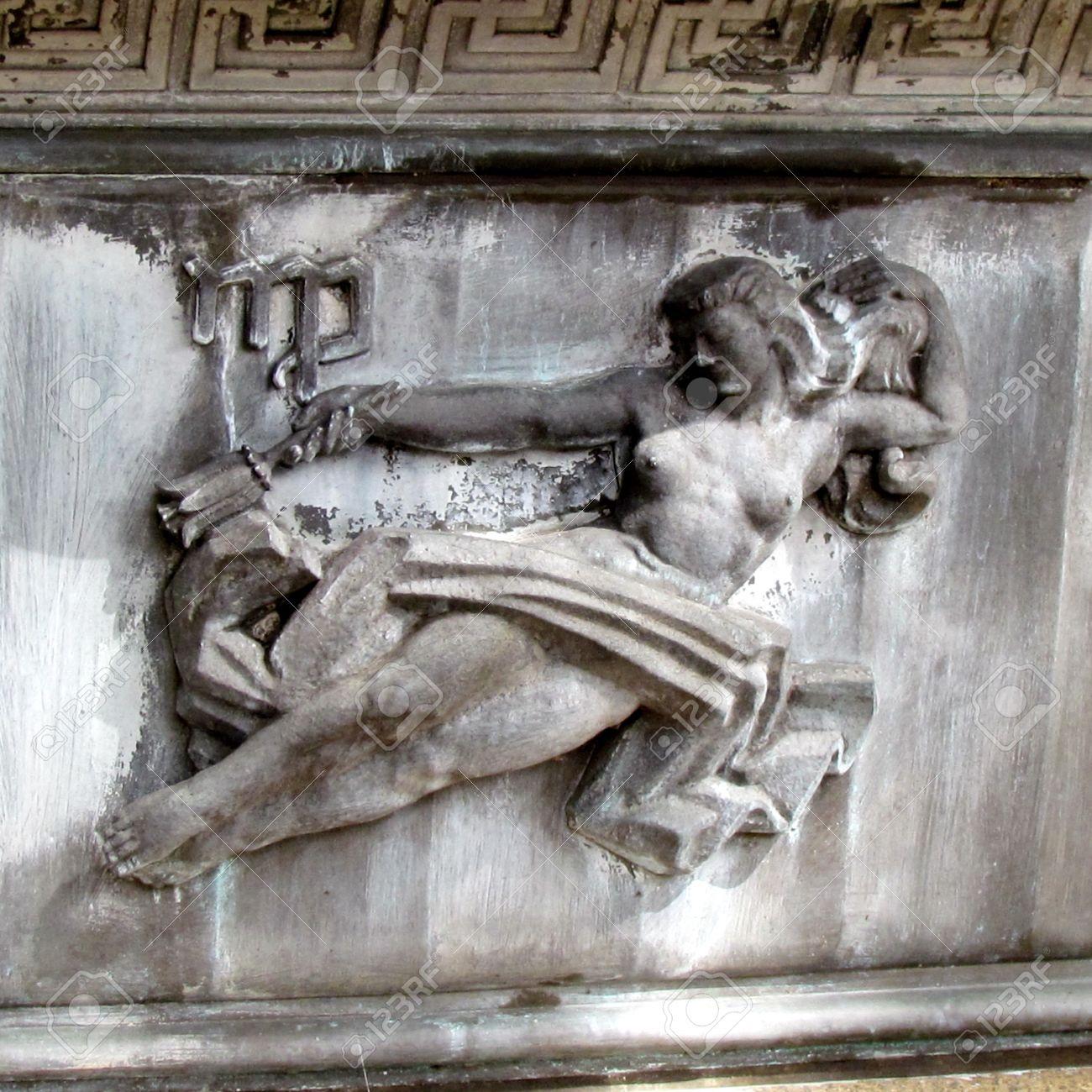 おとめ座の星座彫刻ワシントン D...