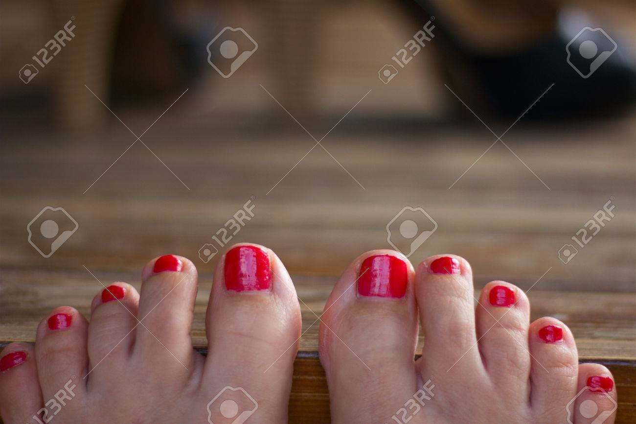 Füße schöne lackierte Pediküre: So