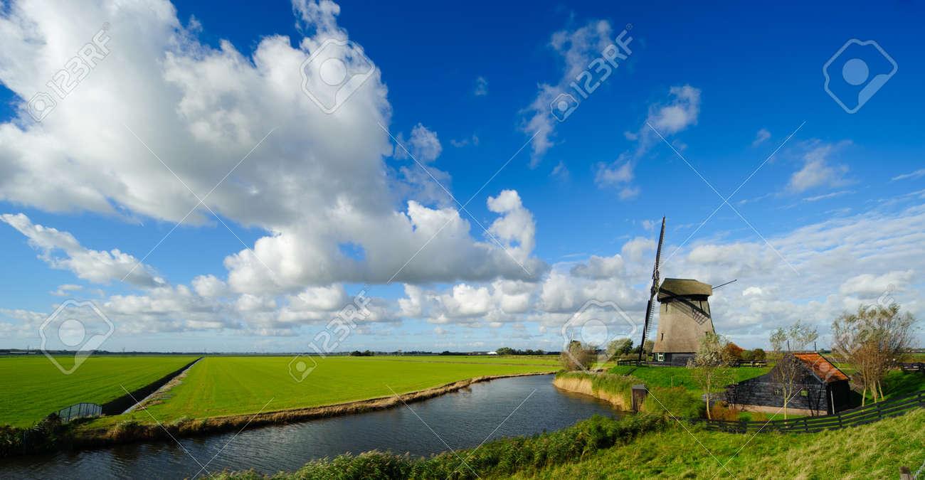 beautiful windmill landscape in the Netherlands, Schermerhorn, Schermer, Noord-Holland Standard-Bild - 8811916