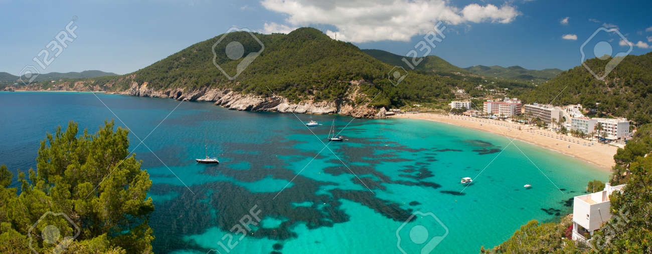 Panorama of Cala de Sant Vicent on the North East of Ibiza, Spain Standard-Bild - 9270627