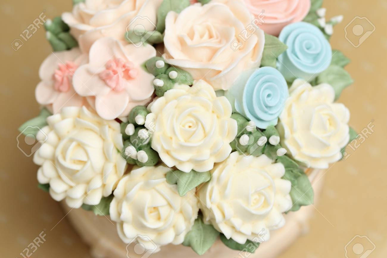 Astonishing Wedding Or Birthday Cake Decorated With Flowers Made From Cream Funny Birthday Cards Online Alyptdamsfinfo