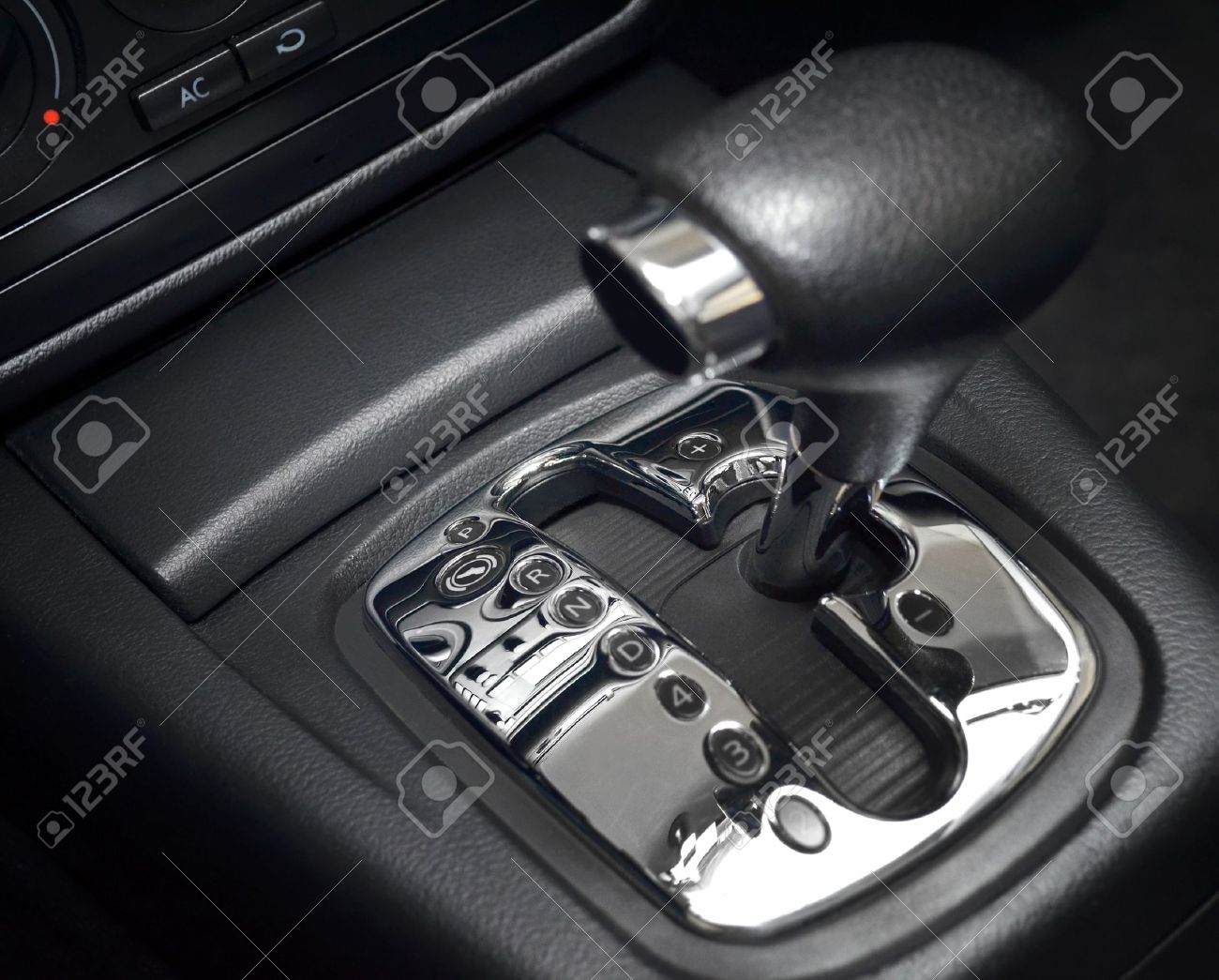Automatic gear shift, manual mode, close up