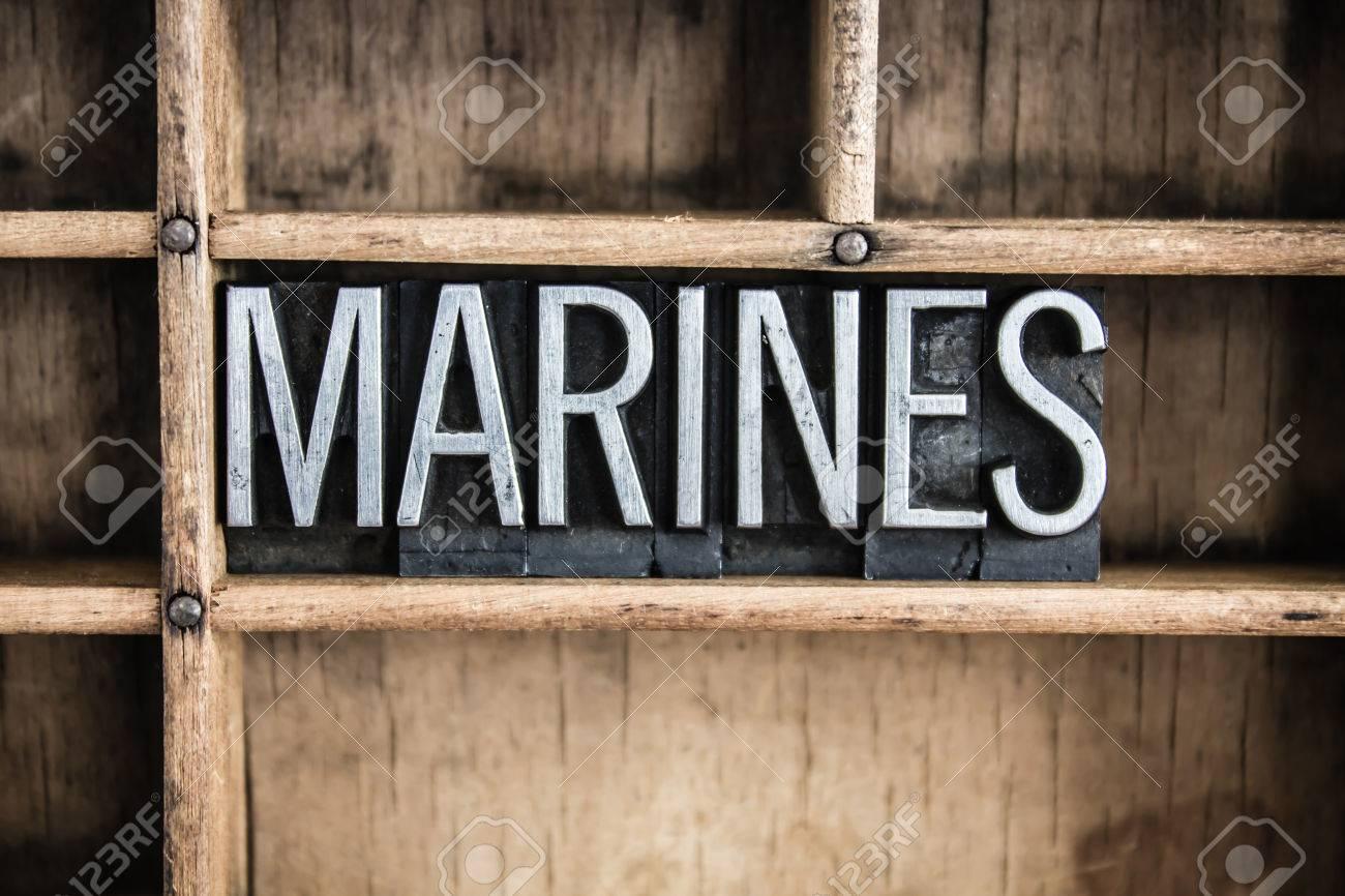Le Mot Marines écrits En Caractères Typographique Métallique