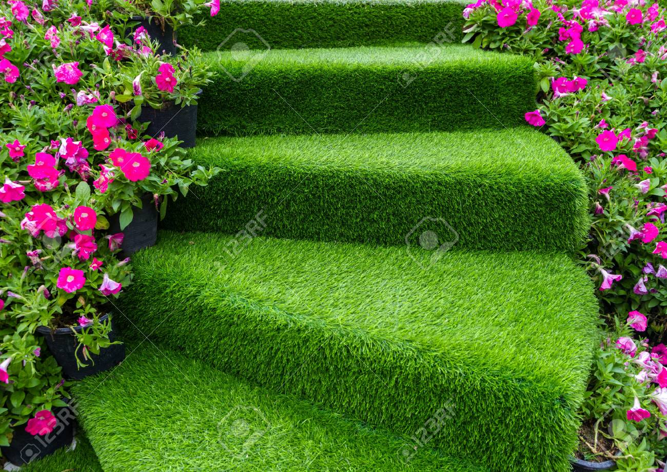 staircase green artificial grass with pink flower - 71225097