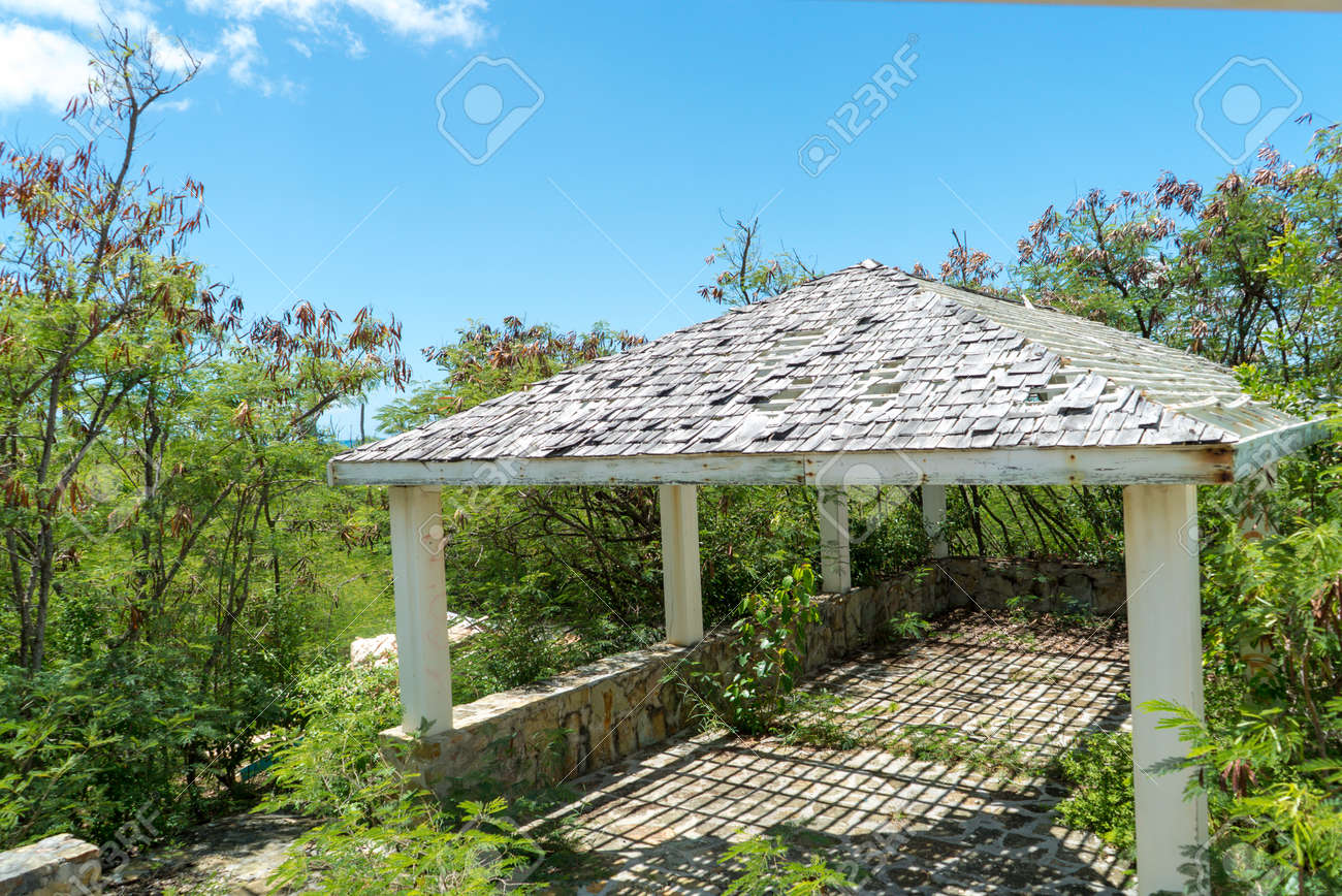 Hurricane causes damages to La belle creole building in the caribbean island of st.martin. - 152080648