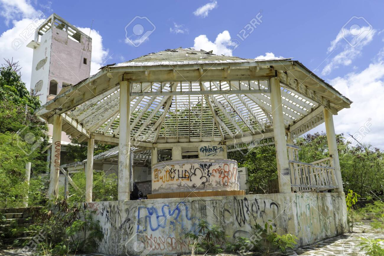 Hurricane causes damages to La belle creole building in the caribbean island of st.martin. - 152054311