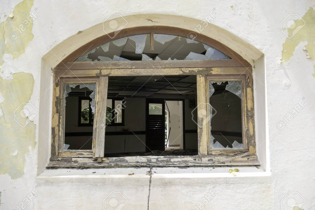 damage windows due to hurricane and natural damages - 152080653