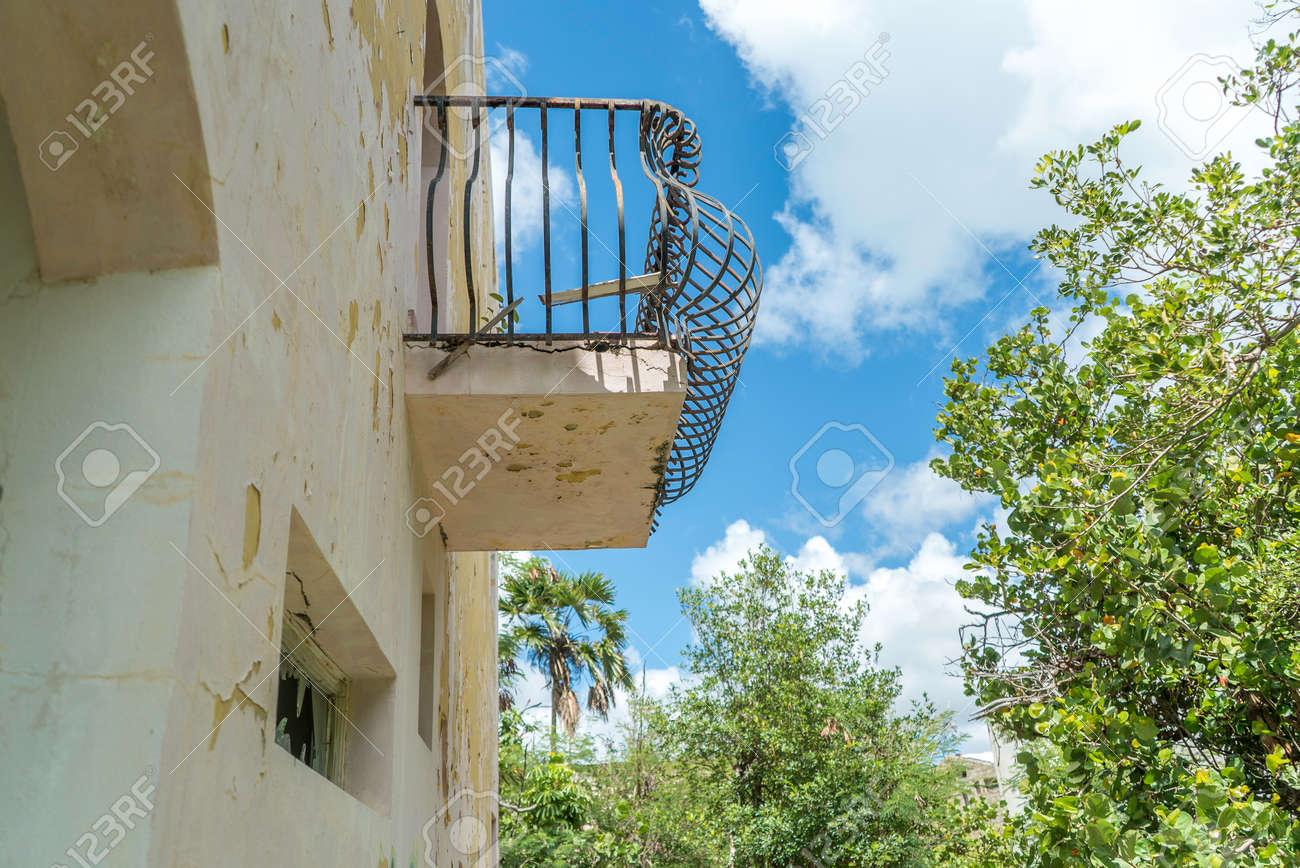Hurricane causes damages to La belle creole building in the caribbean island of st.martin. - 152082254