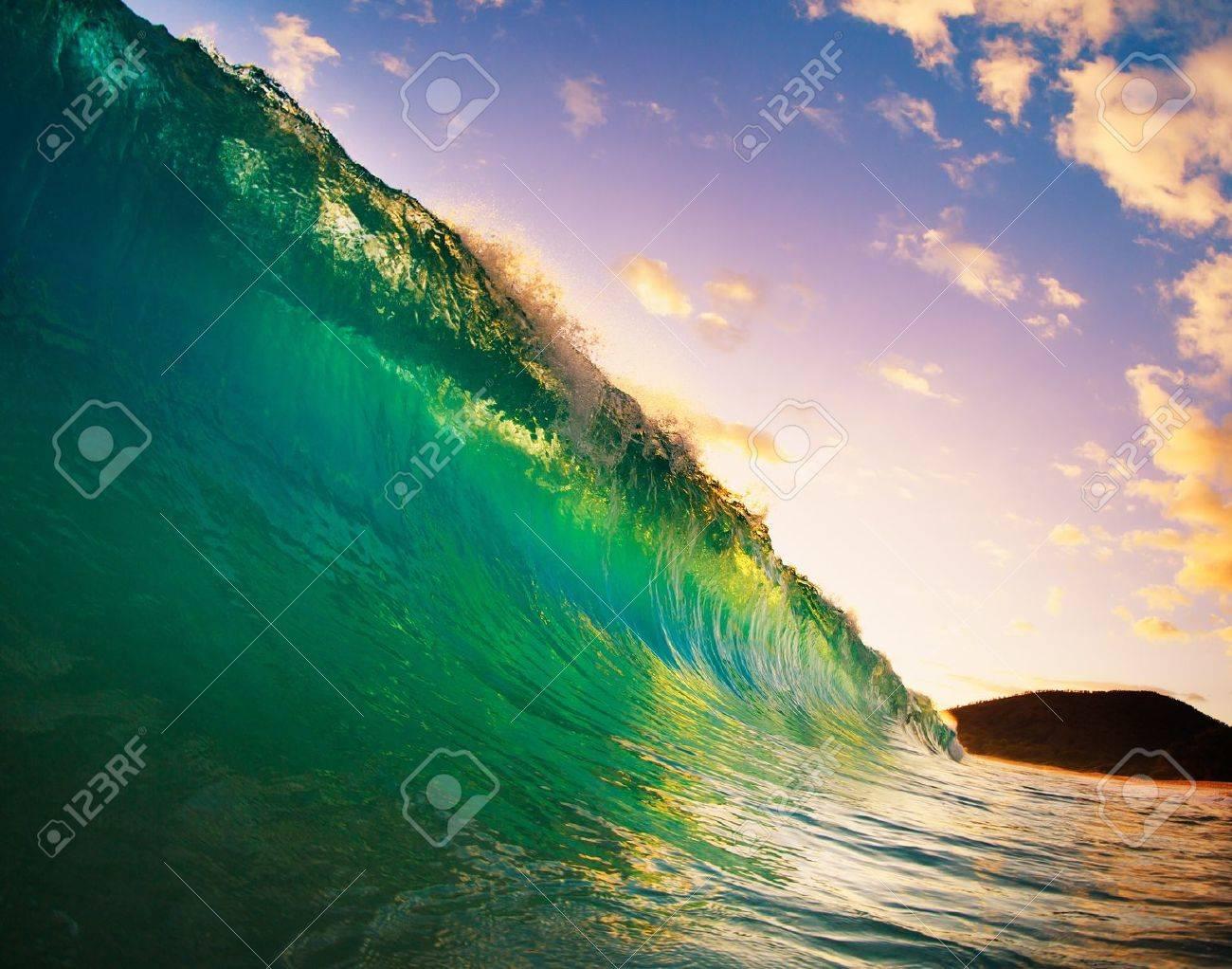 Beautiful Sunset Wave Stock Photo - 13542334