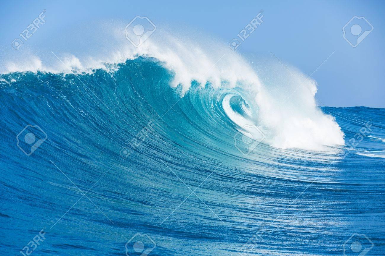 青い海の波 の写真素材・画像素材 Image 18291062.