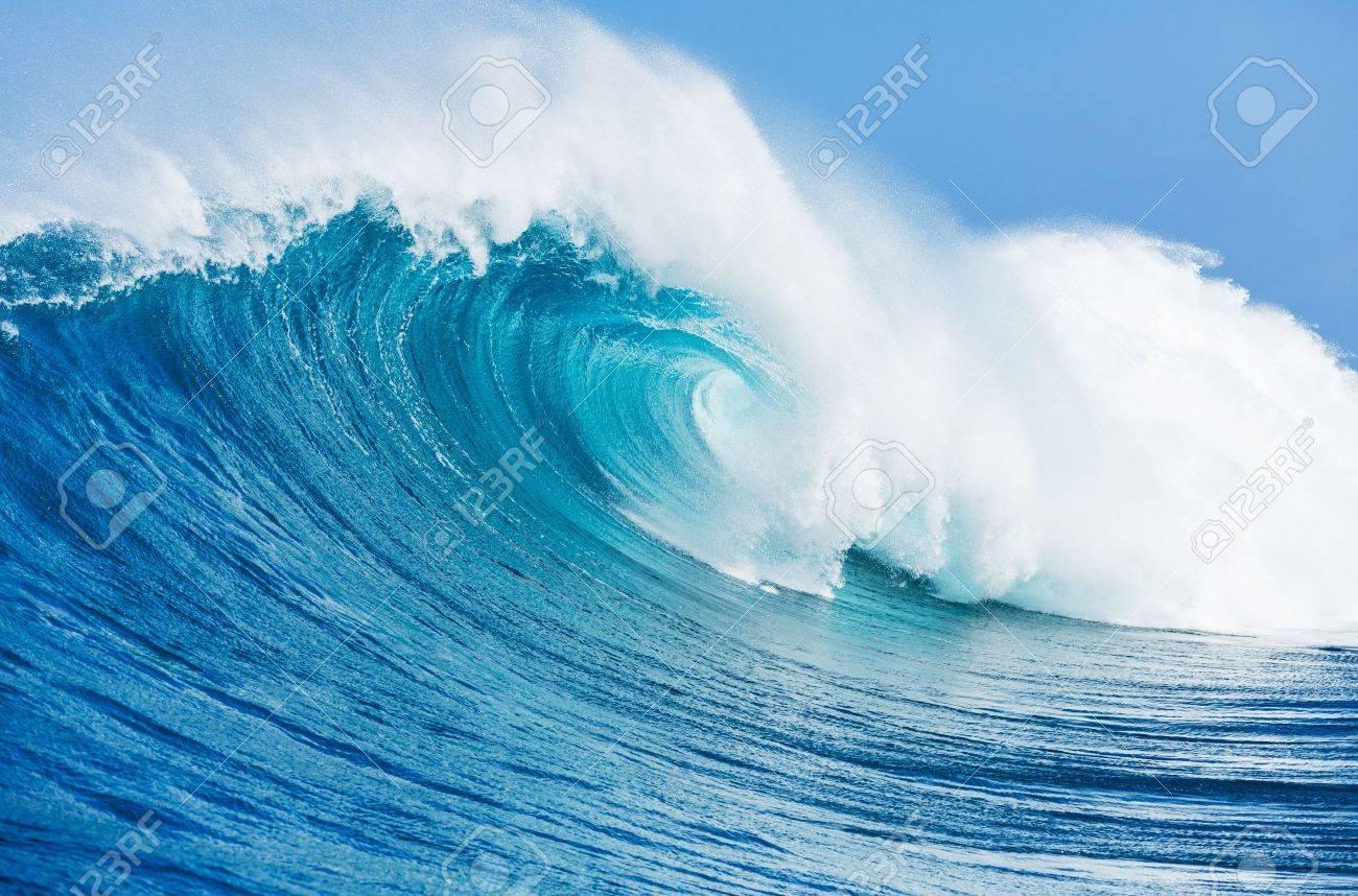 青い海の波 の写真素材・画像素材 Image 18291054.