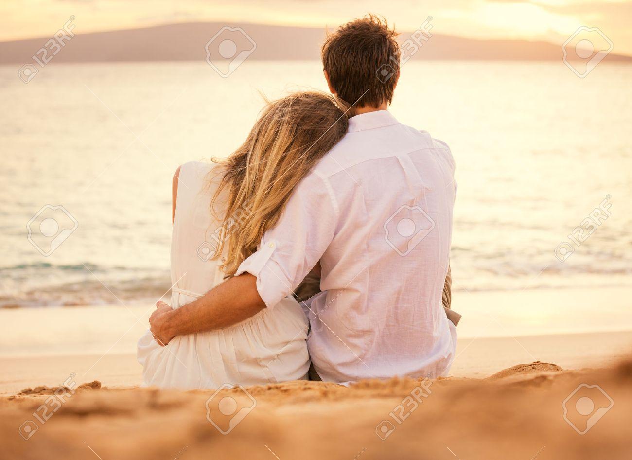 Joven Pareja Enamorada Atractivo Hombre Y La Mujer Que Disfruta De